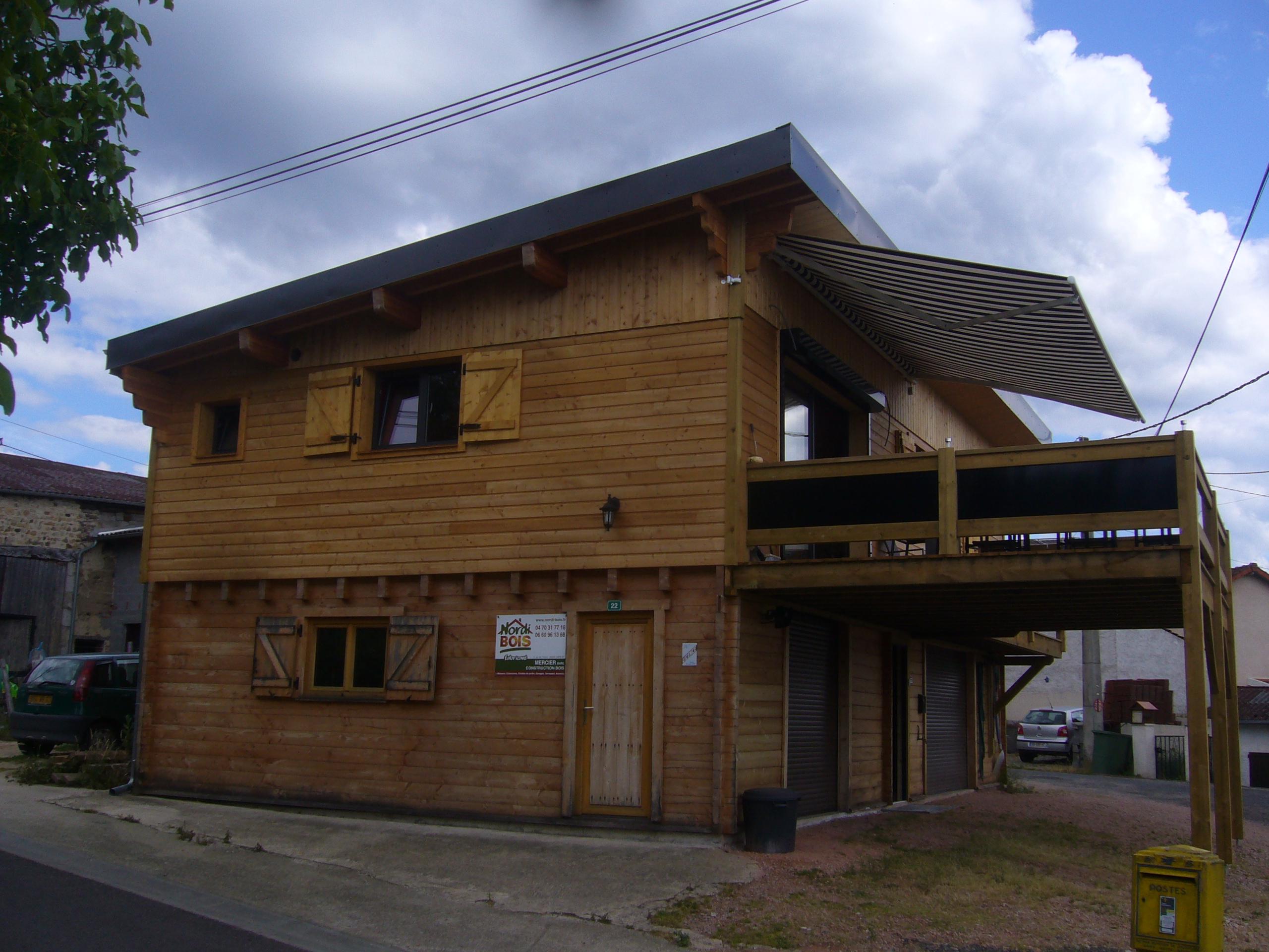 chalets et maisons en madriers par nordi bois r alisation en auvergne. Black Bedroom Furniture Sets. Home Design Ideas